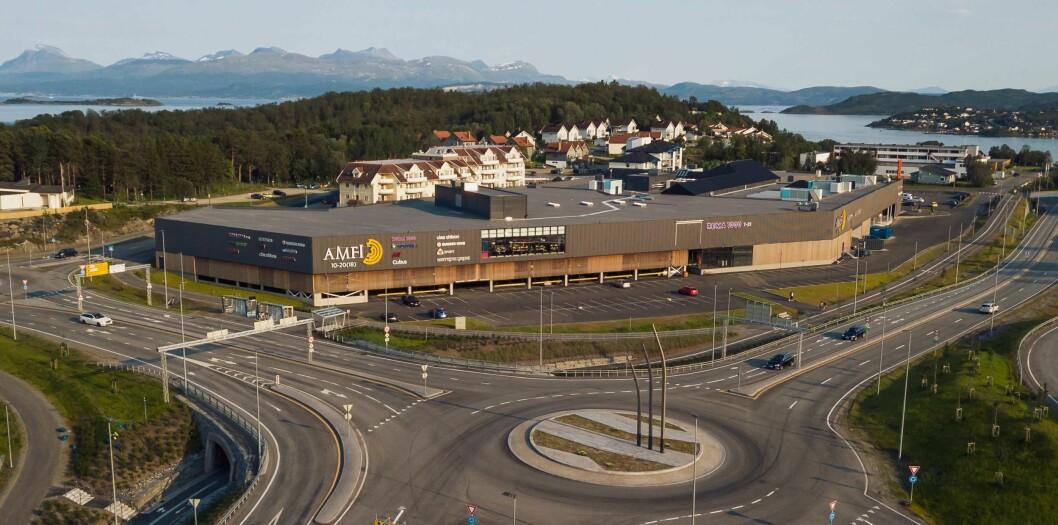 Etter omfattende om- og utbygging er ikke Amfi Kanebogen til å kjenne igjen. Det er vanskelig å se forskjell mellom gammel og ny del. Senteret ligger et par kilometer utenfor Harstad sentrum.