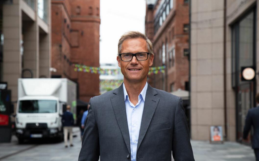 Inge Kjønnøy: – Nordmenn flest går fortsatt i butikken for å handle gaver. (Foto: Mastercard Norge)