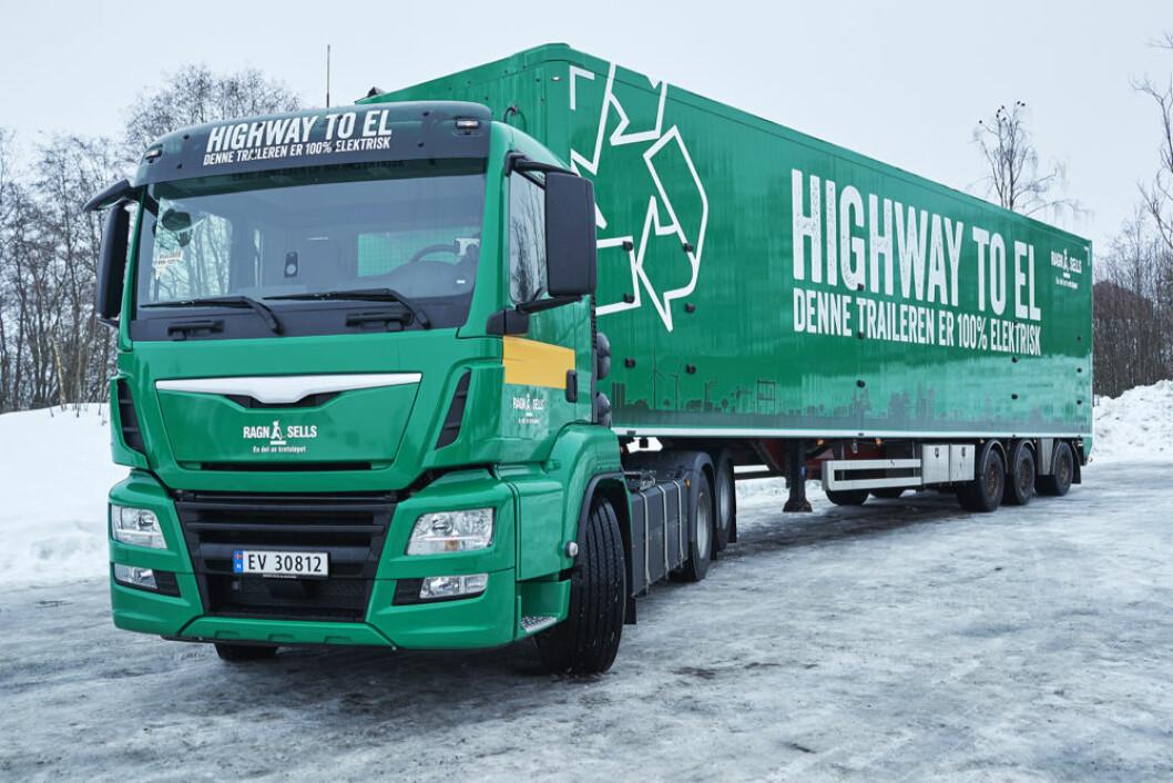 Den splitter nye trekkvognen er 100 prosent elektrisk, og skal frakte avfall i skytteltrafikk gjennom Oslo. (Foto: Ragn-Sells)