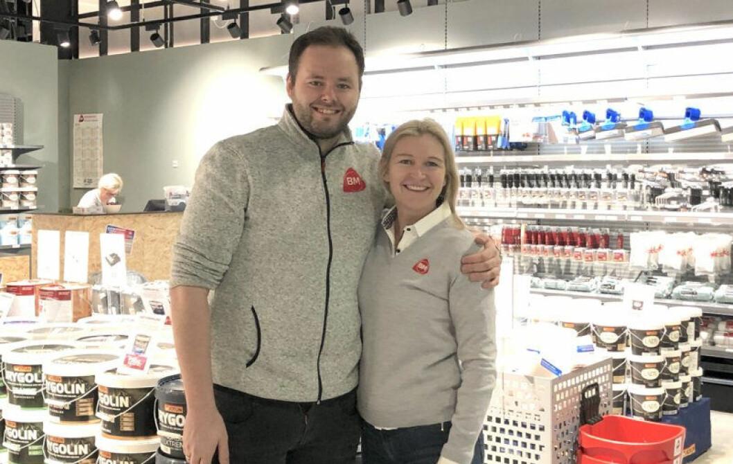 Åpnet en original butikk: regionsjef Andreas Johansen og salgs- og markedsdirektør Kari Moberg. (Foto: Byggmakker)