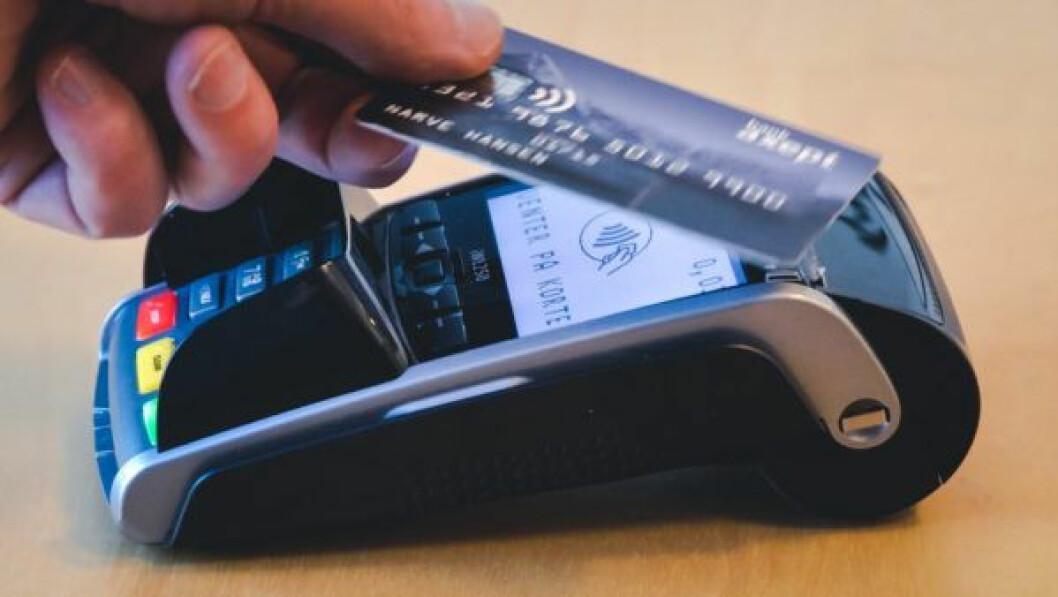 80 prosent av BankAxept-transaksjoner er under 400 kr, sier Hanne Kjærnes i Vipps til Dinero.no om at BankAxept nå øker PIN-grensen for kontaktløse betalinger fra 200 til 400 kroner. (Foto: BankAxept)