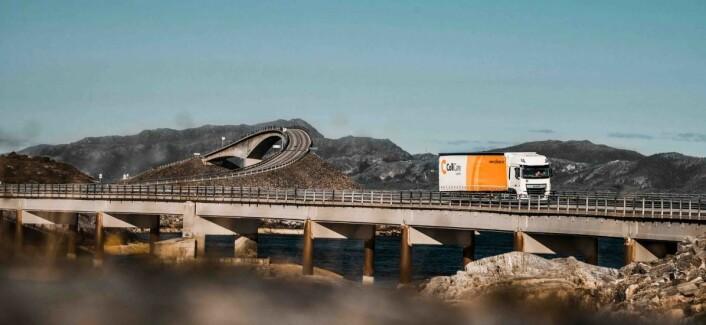 Med lastebiler frakter ColliCare varer i hele Norge, blant annet til Møbelringens 60 butikker.