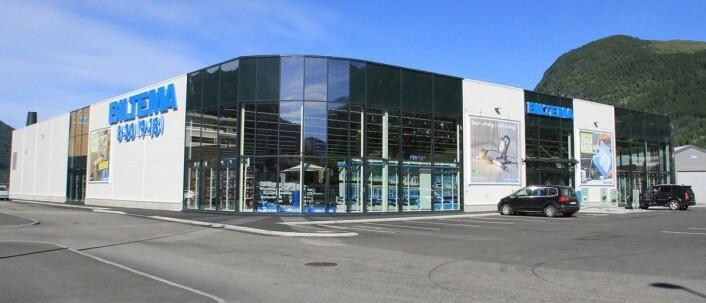 Biltema Nordfjordeid, som åpnet i februar i fjor, er med sine 3.200 kvadratmeter gulvareal og nærmere 20.000 produktvarianter den største butikken i Nordfjordeid.
