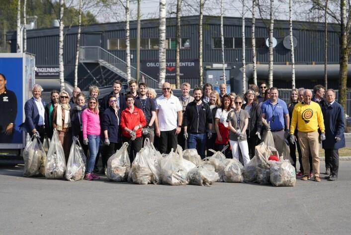 Ansatte i Coop Norge ryddet store mengder plast og annet avfall rundt hovedkontoret i Oslo. (Foto: John Terje Pedersen)