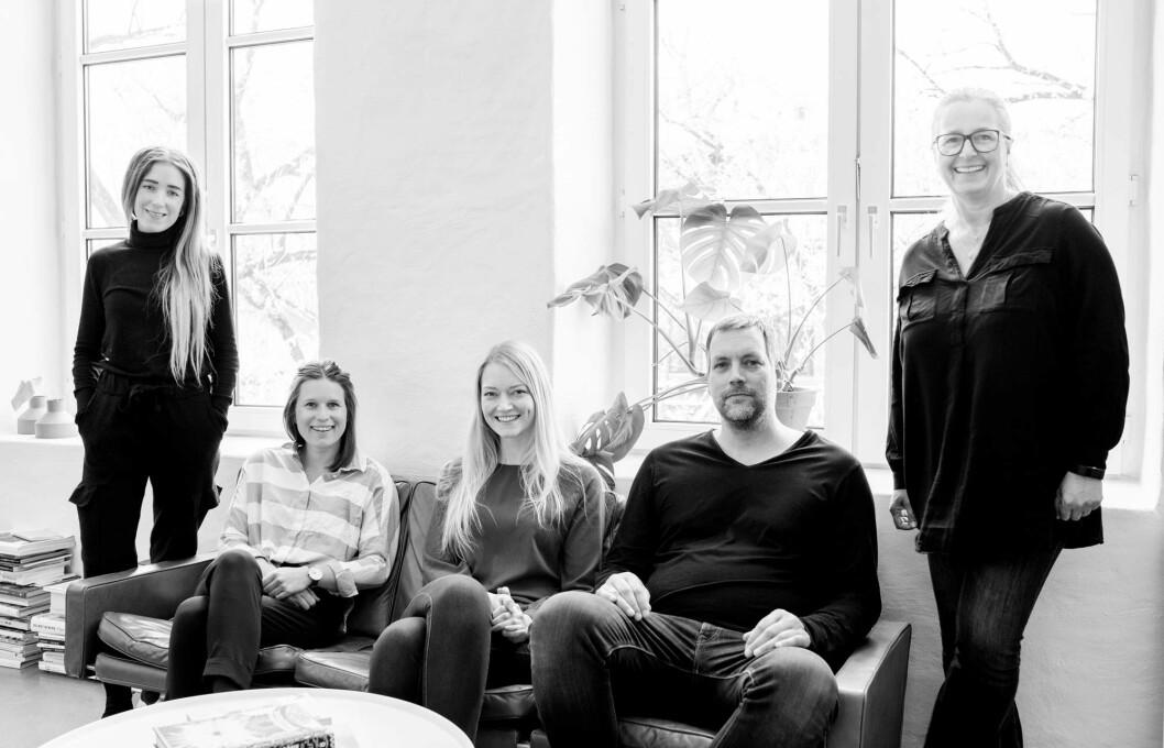 BLEED VALGT SOM PARTNER: Fra venstre: Camilla Torp Iki, Madeleine Skjelland Eriksen, Linda Johansen, Kjell Reenskaug og Liv Norun Moe. (Foto: Bleed)