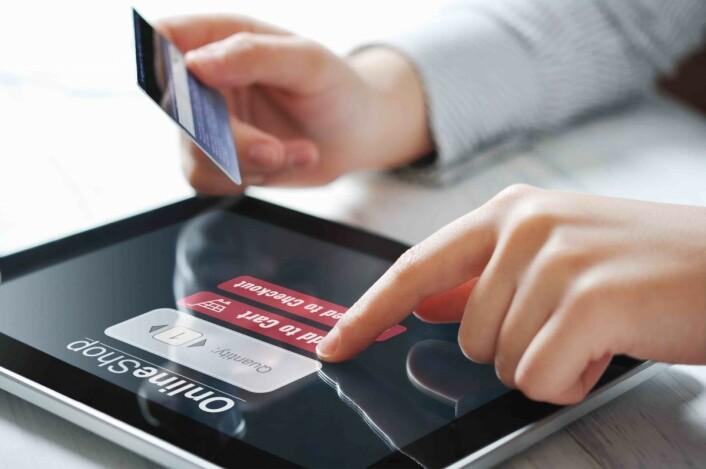 Kundene må få lyst til å gå til butikken for å kjøpe.Alternativet er å handle varen hjemmefra på nettet, i ro og mak. Foto: Colourbox