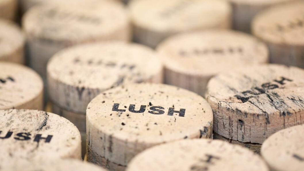 Lush har tatt i bruk såpekopper som er laget av barken til kork. Foto: Lush