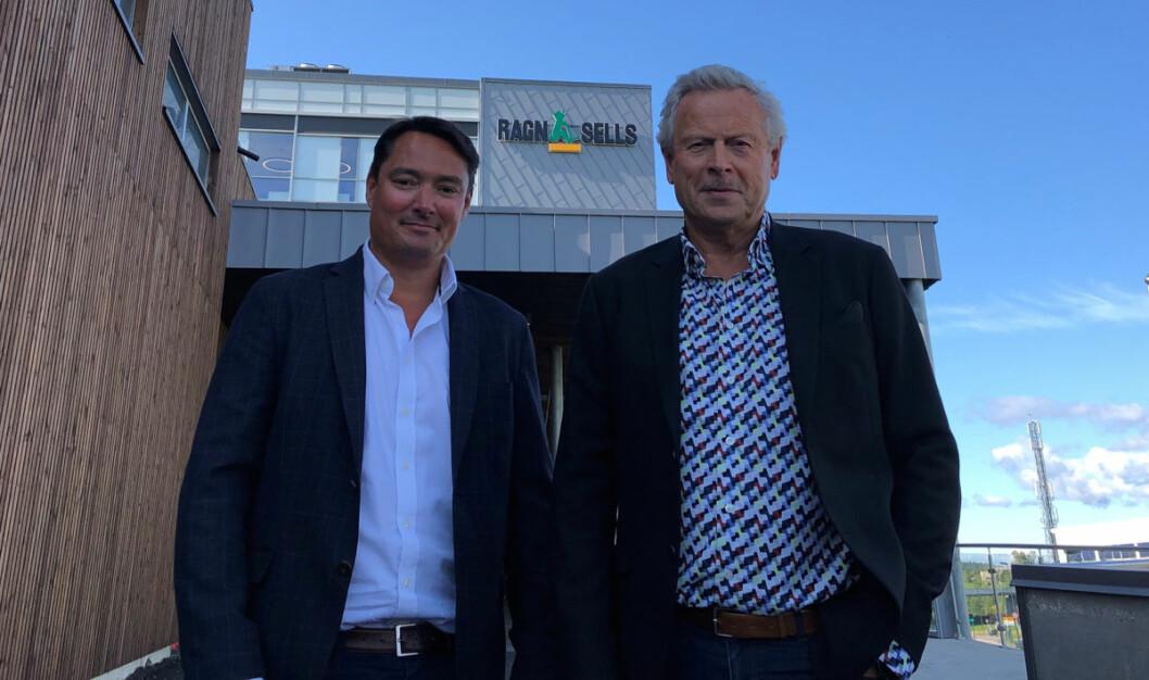Vidar Svenning Olsen (t.v.) tar over som administrerende direktør i Ragn-Sells etter Bjørn Hoel. (Foto: Ragn-Sells)