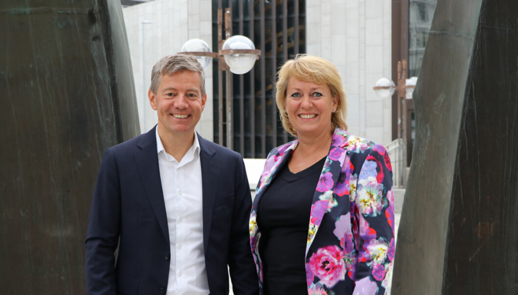 Yngve Fjell, leder for kundeopplevelse i KPMG, og Elisabeth Hunter, adm.dir. i Vinmonopolet.