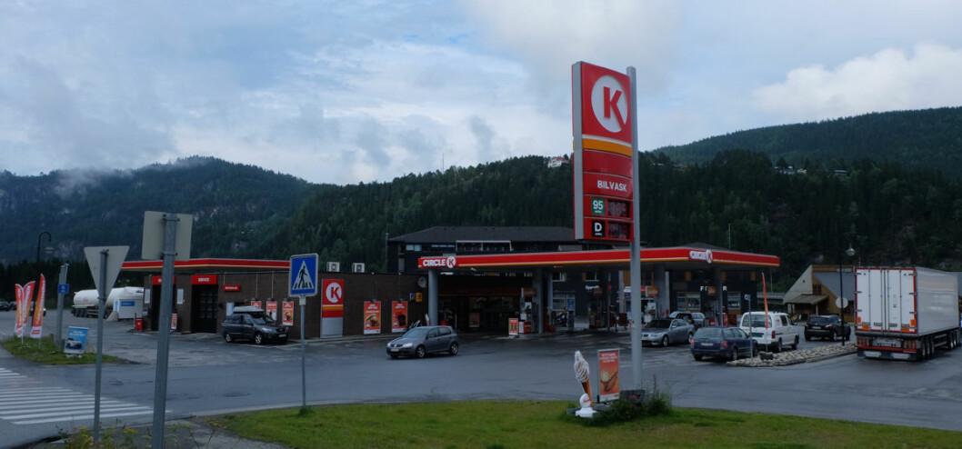 Først og fremst salg på bensinstasjoner hadde en økning i sesongjustert volum i august. (Illustrasjonsfoto: Odd Henrik Vanebo)