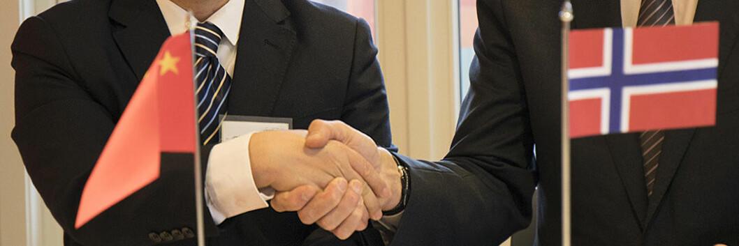 Norsk-kinesisk håndtrykk etter avtale om patentsamarbeid.