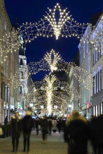 Vinterbelysning er opplevelse. Promenaden Management ønsket å skape nytt liv i området. De var svært inspirert av julebelysningen som dekorerte området på 50-tallet. Det var derfor viktig å gjenskape nostalgien i det nye designet. Foto: MK Illumination