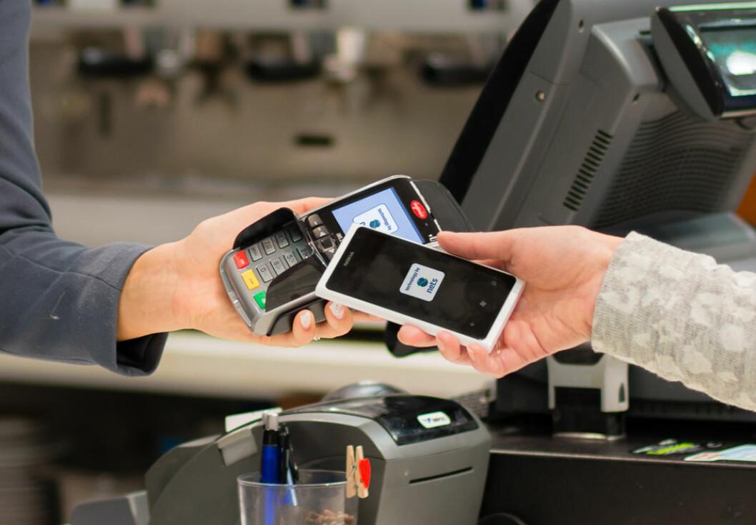 Andelen kontaktløse betalinger av BankAxept-transaksjoner passerte i september 15 prosent, og er stigende. Ill.foto: Nets