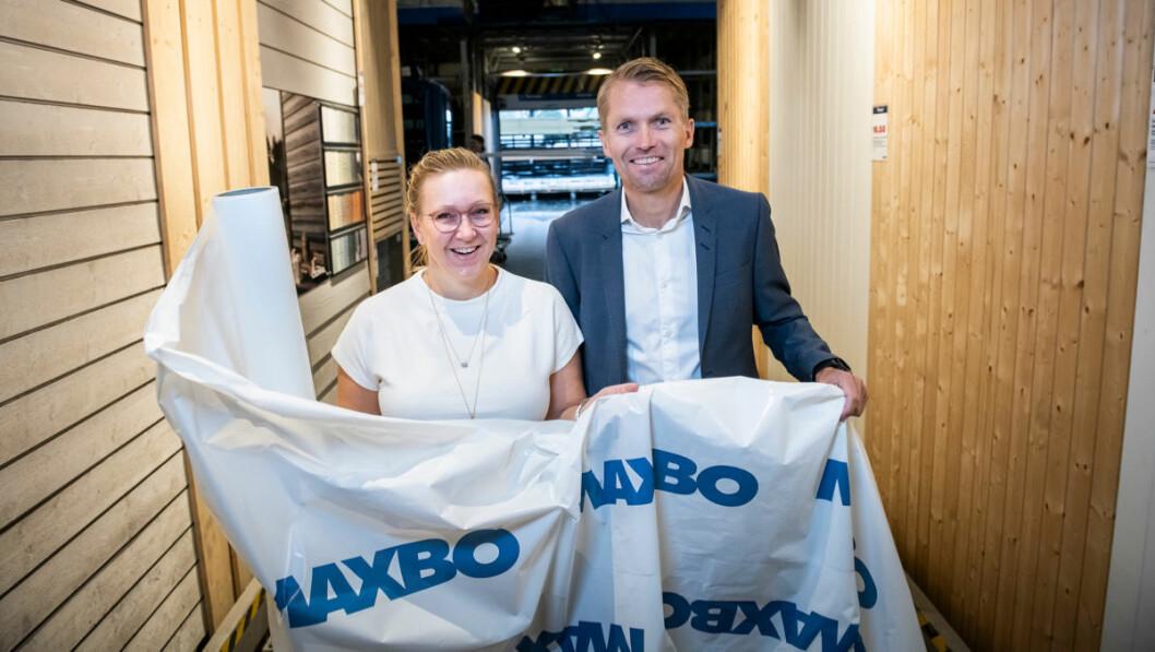 Heidi Lyngstad, miljøsjef i Løvenskiold Handel og Thomas Støkken, adm.dir. i Løvenskiold Handel, satser på en mer bærekraftig bruk av plast i Maxbo. (Foto: Katrine Lunke)