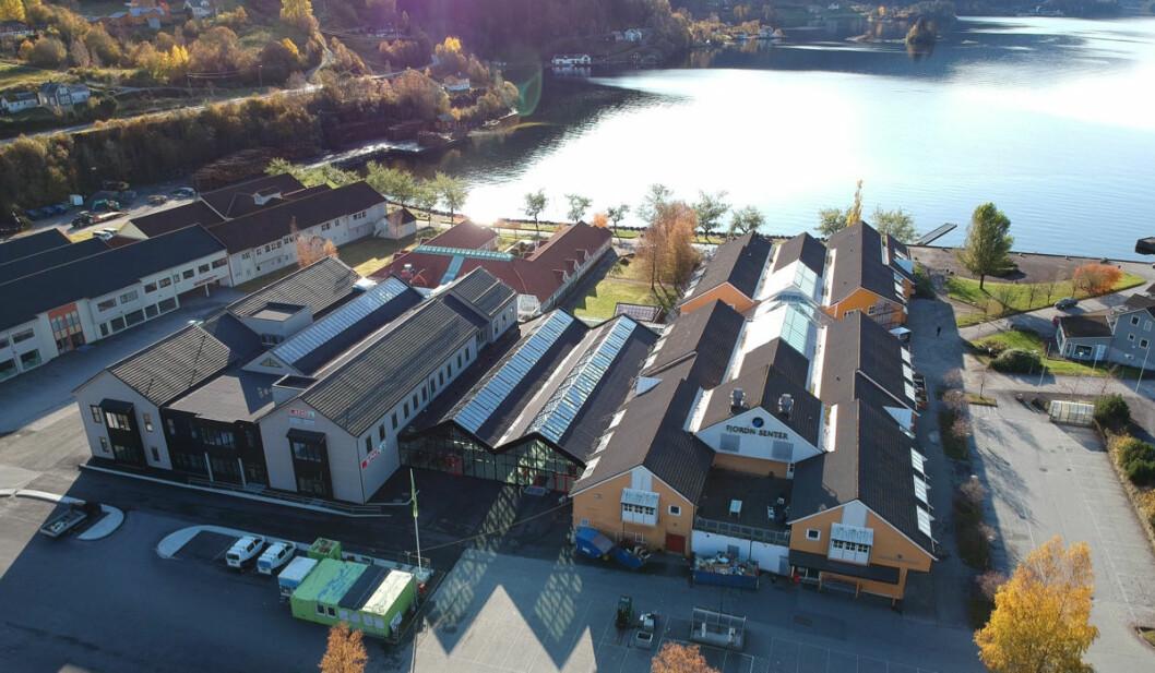 Fjord'n Senter slik det i dag fremstår. (Dronefoto: Fjord'n Senter)