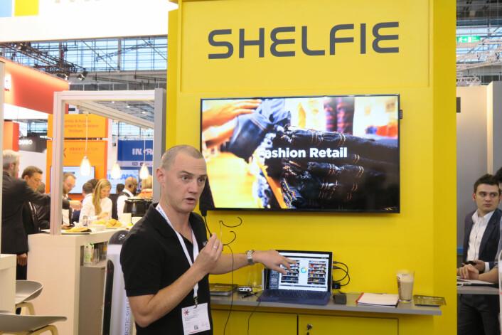Gründer i australske Lakeba, Darren Younger, forteller om roboten Shelfie som selv gjør opp status for butikken.