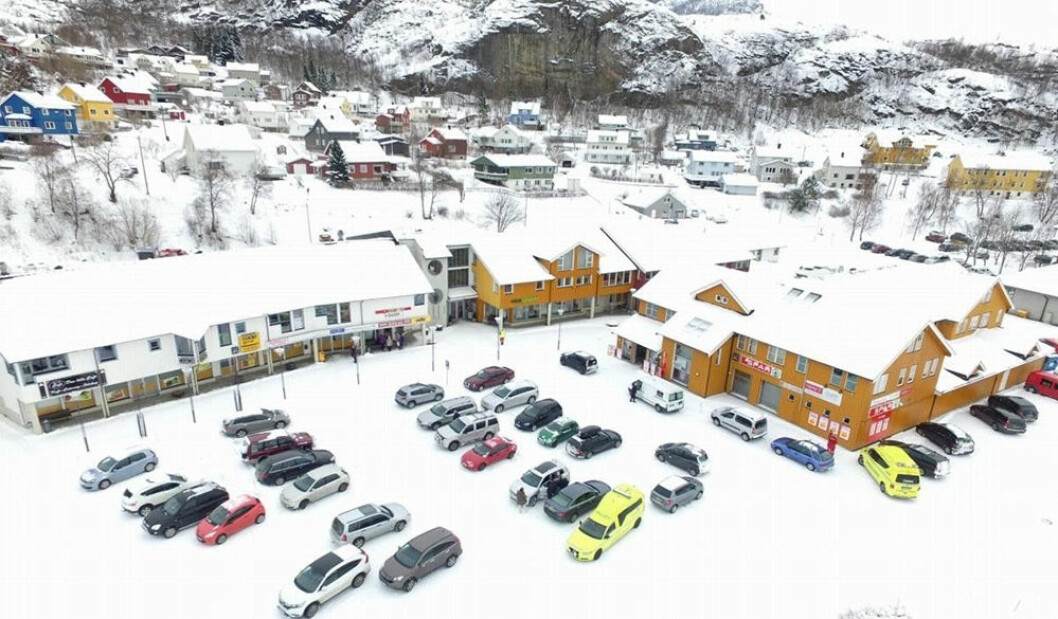 Ørnes kjøpesenter som nå er lagt ut for salg. (Foto: Nord-Megler)