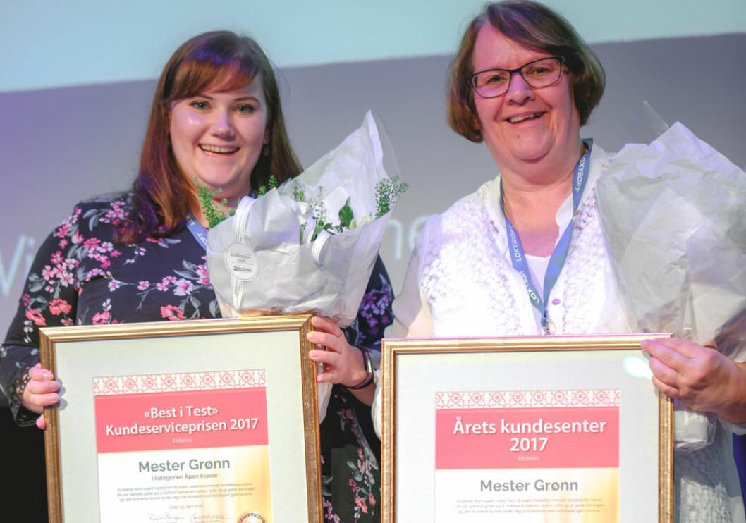 Birgitte Martinsen og Bente Thollefsen ved Mester Grønn Kundesenter, kunne stolt ta i mot Kundeserviceprisen 2017.
