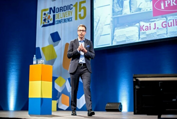 Kai Gulbrandsen på scenen under Consignors Nordic Delivery Conference 2015.