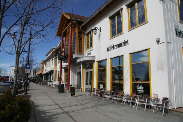 Jessheim Storsenter har 10 innganger, mange av dem inngår som en naturlig del i bybildet i sentrum av Jessheim. Her er vi i Storgata.