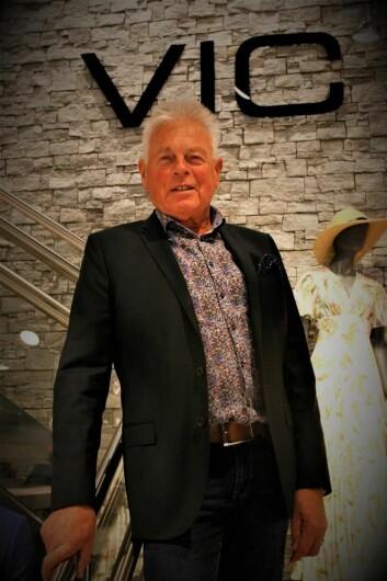 Jens-Ivar Skinstad har jobbet med Kjemprud i 50 år og gleder seg over nylig ombygd, flott butikk