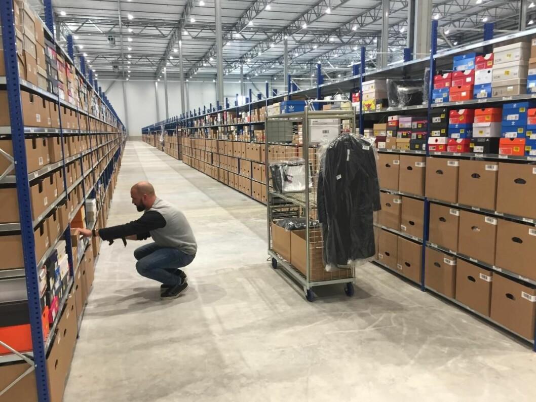 Den første sendingen fra lageret i Brunna klargjøres. (Foto: Zalando)