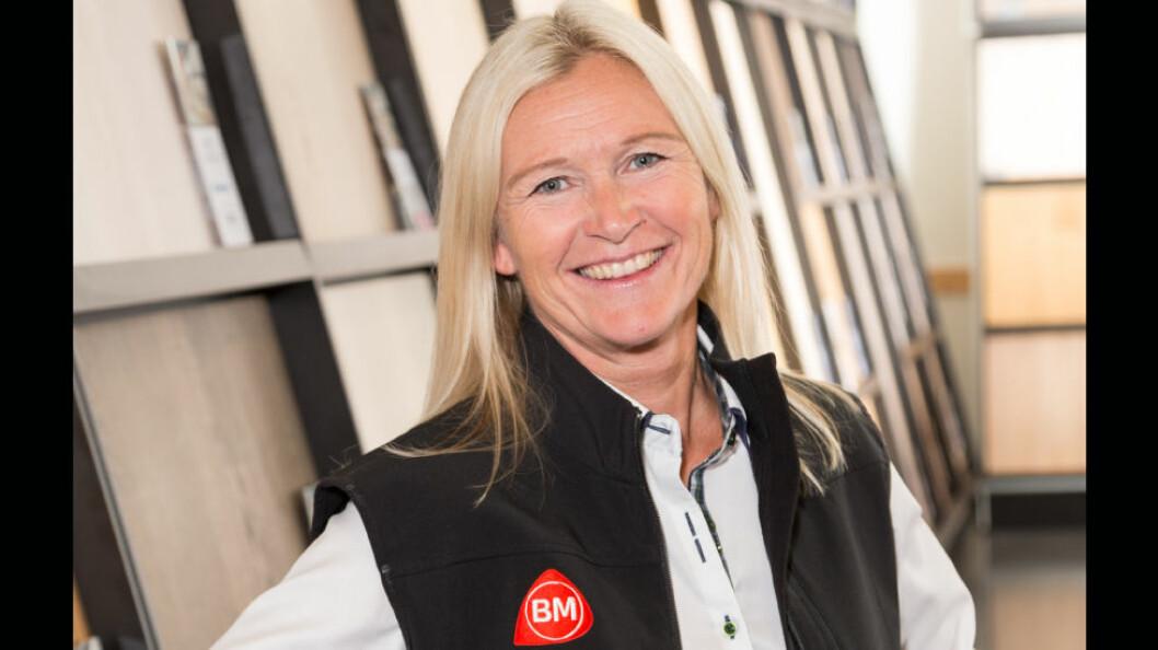 – Vi må kunne minst like mye om varene som kunden og ha folk med riktig erfaring og kunnskap, sier kjededirektør Kari Moberg i Byggmakker Handel AS. (Foto: Byggmakker) .