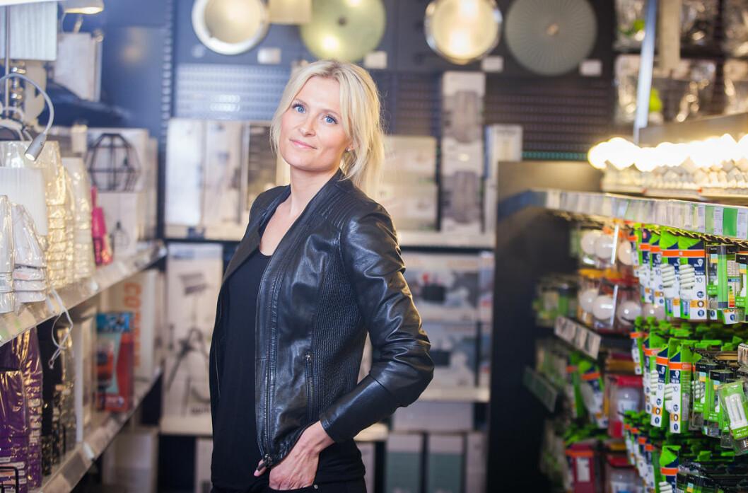 Stine Trygg-Hauger går snart ut i svangerskapspermisjon, og arbeidet med å få på plass vikar for den nye administrerende direktøren er i gang. (Foto: Clas Ohlson)