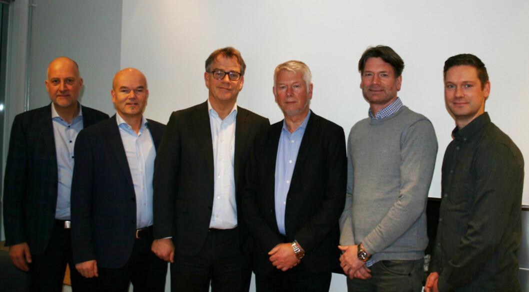 Fra venstre: Endre Fløystad, Jørgen Hannestad og Asbjørn Vennebo fra Optimera, og Per Halvard Strand, Kjetil Strand og Per Inge Strand fra Per Strand. (Foto fra pressemelding)