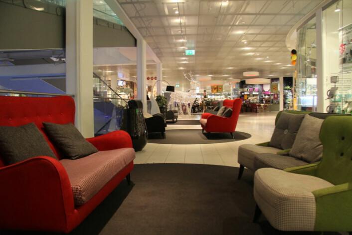 Sirkus Shopping har store områder med mange gode sitteplasser der man kan puste på – før man oppsøker neste butikk.