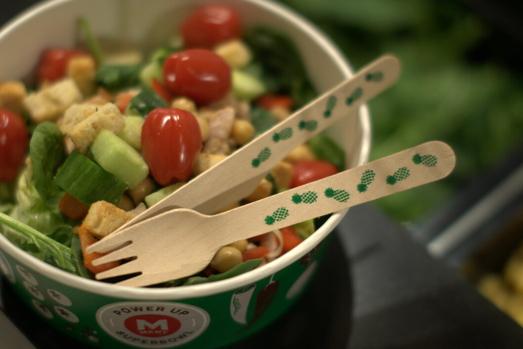 IKKE PALST: Salatbeger i papp og engangsbestikk i tre blir den nye hverdagen hos Meny. Foto: Meny