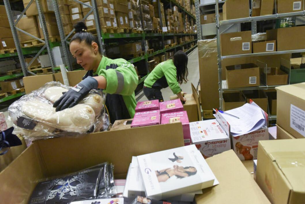 Bring Warehousing håndterer hele lageret til Kondomeriet: Mottak, plukking, pakking av varer til både privatpersoner, forhandlere egne butikker samt returer. Bestillinger som kommer inn før klokken 13.00 sendes ut samme dag, og 70 prosent av varene går i to ulike esker tilpasset postkasser.