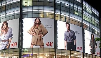 H&M-gruppen med hologram og stemmestyrt app