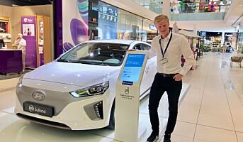 Selger biler på kjøpesenteret