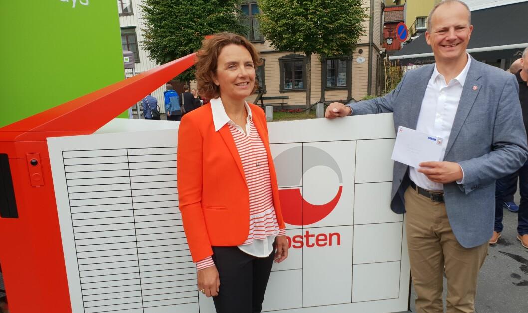 Konsernsjef Tone Wille i Posten skrev det historiske brevet som samferdselsminister Ketil Solvik-Olsen kunne hente ut fra verdens første selvgående brev- og pakkerobot.