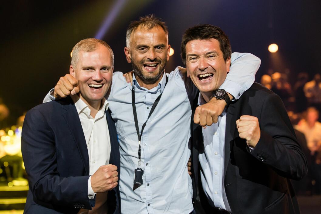 Glad vinner Jonny Mork, flankert av Jan Frode, adm.dir. i REMA Franchise og Ole Robert Reitan, adm. dir. REMA 1000 AS. (Foro: REMA 1000)