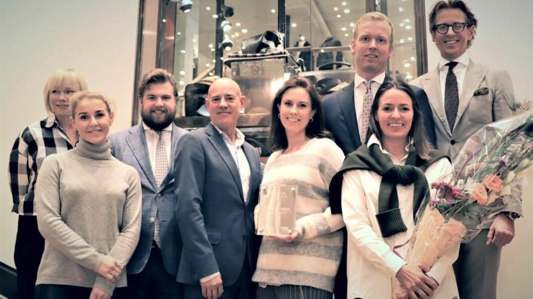 Eiere og ledere i Ferner Jacobsen tok imot prisen som årets beste butikk i motebransen. Fra v. Kjersti Jensen, Amanda Tønsberg, Chris Nikolaisen, Bror William Stende, Renate Vartdal, Øyvind Hjelkrem Haug, Jessica Ferner-Jacobsen og Calle Ferner.