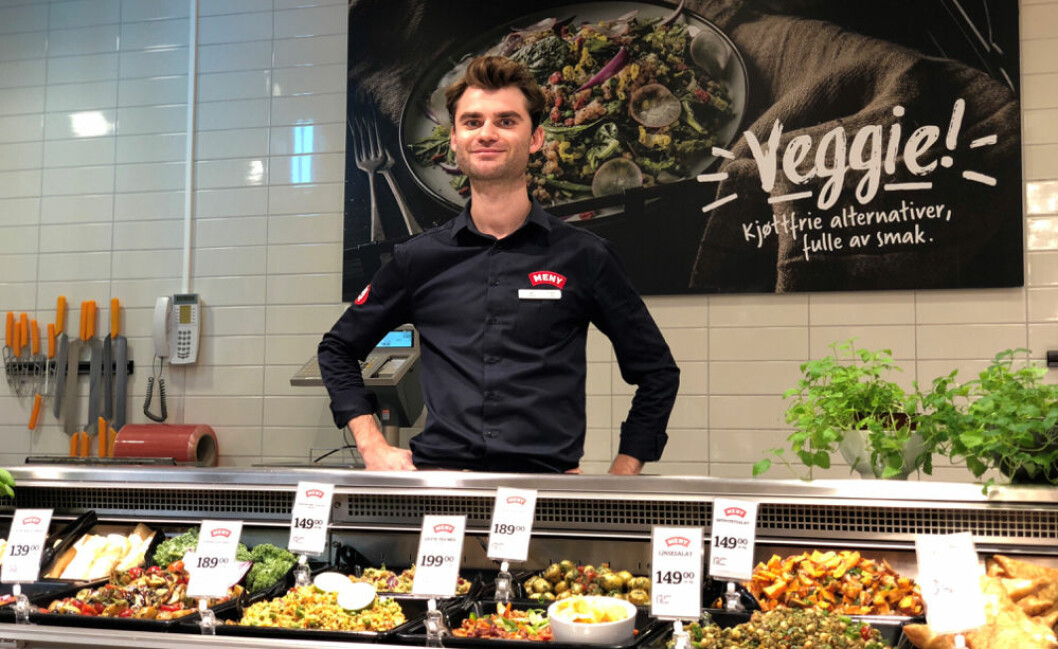 Kjøpmann Jan Trygve Blekastad i vegetar ferskvaredisken hos MENY Ringnes Park. (Foto: Meny)