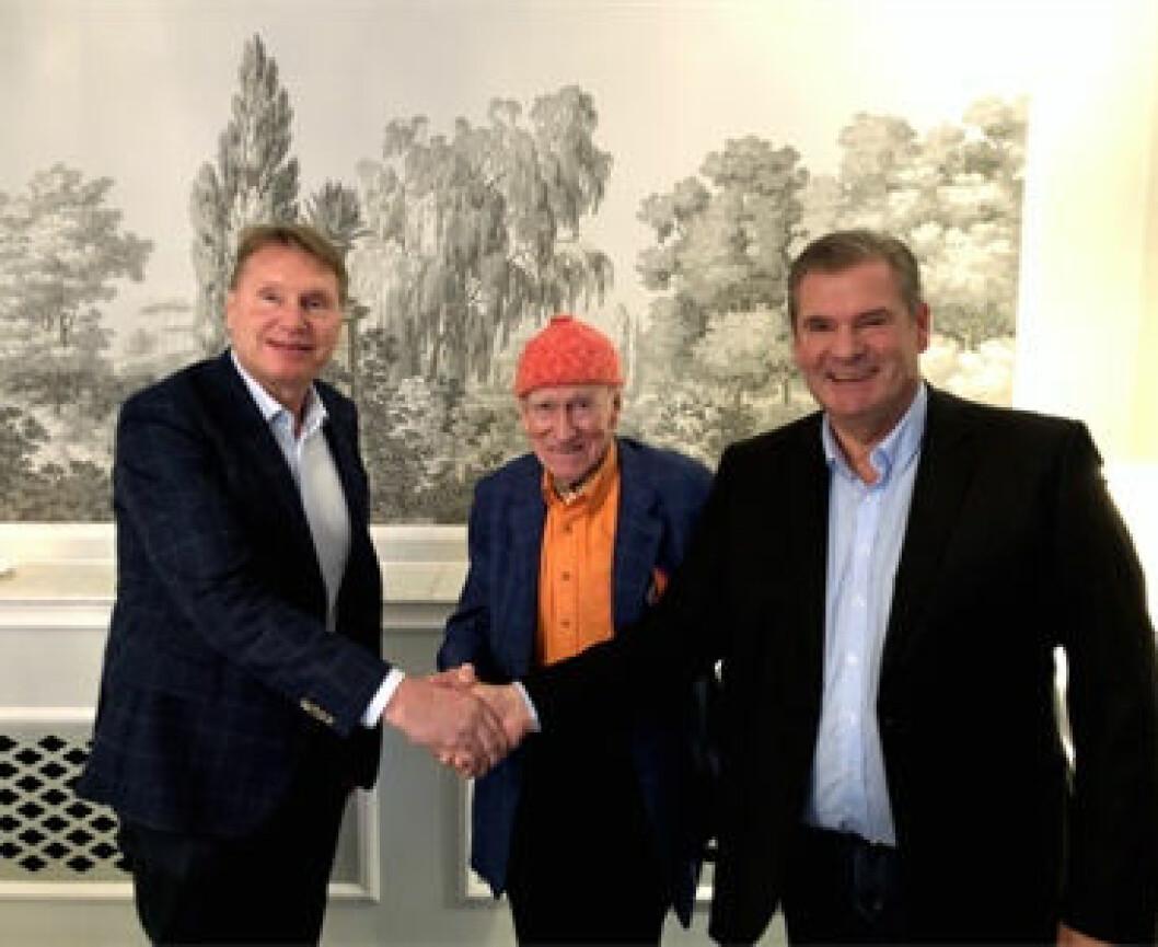 Avtalen klar: Karl-Johan Blank (fra v.), Olav Thon og Per Jacobsen. (Foto: Jula)