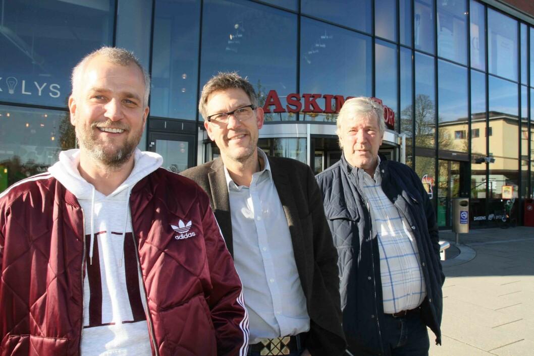 Tre sentrale personer foran en historisk bygning, (f.v.) driftsleder Jostein Torp, senterleder Håvard Lippestad og eier og daglig leder, Odd Arne Torp.