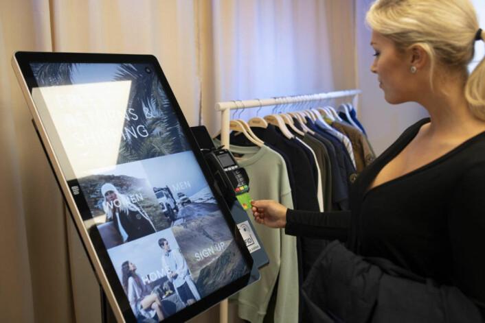 Kundene bestilte varene på en interaktiv touchskjerm.