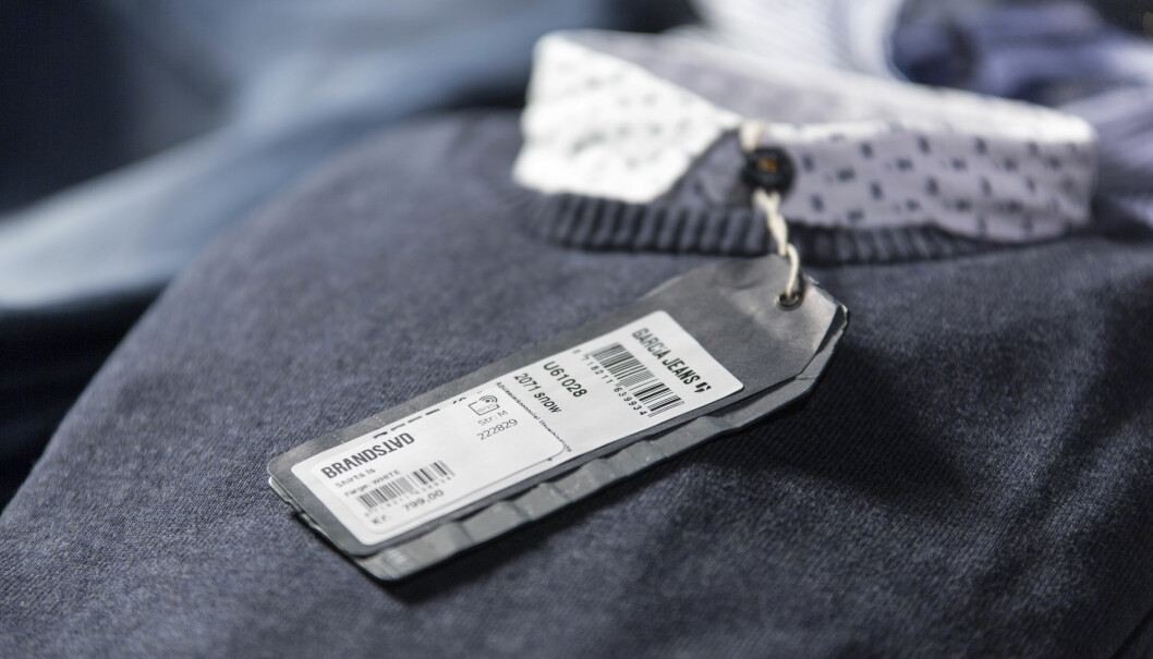 Varene får påsatt en RFID-chip og man får full presisjon i lagerstyringen. I tillegg kan chipen fungere som varesikring.