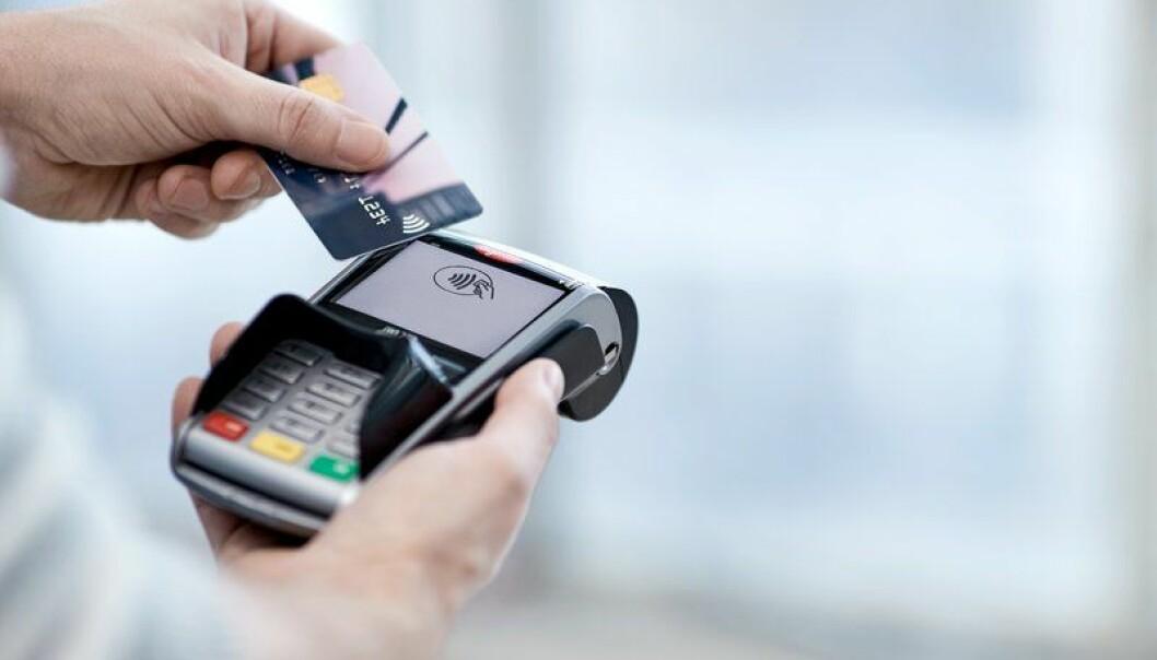 Mindre bruk av bankkort i mars, og over halvparten av transaksjonene var kontaktløse.
