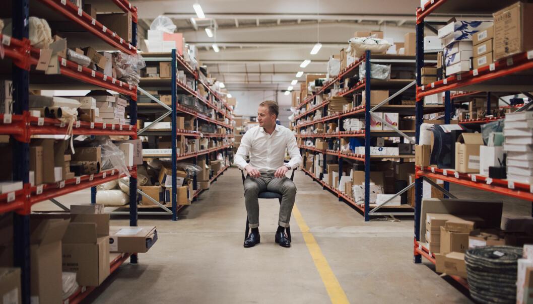 Fra sitt lager i Ishøj skal Moodings nå selge kvalitetsmøbler også til nordmenn.