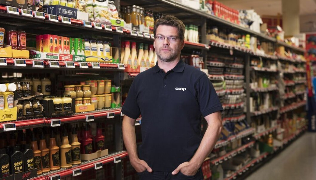 Coop setter opp pleksiglass i butikker. - Det skal være trygt å jobbe og handle i Coops butikker, sier kommunikasjonssjef i Coop Norge, Harald Kristiansen.
