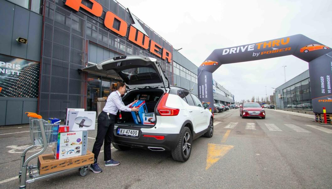Med Drive-Thru hos Power trenger ikke kunden forlate bilen. Varene bringes ut og kunden betaler i bilen.