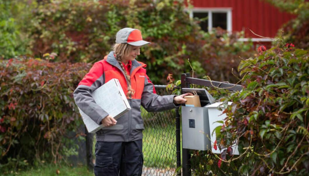 Norske postbud leverer stadig flere pakker sendt fra nettbutikkene rett i postkassene.