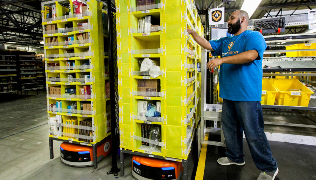Mens store deler av retail lider under pandemien, ansetter Amazon i hundretusenvis.