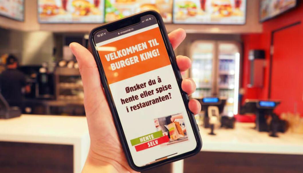 På forsiden velger kunden om han vil hente maten selv for take away, eller spise i restaurant.