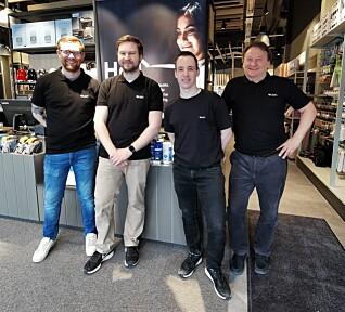 De fire ansatte i butikken: Kristian Knudsen, Kristoffer Blix, Lars Abelsen og butikksjef Roger Nymoen